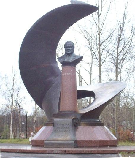 Памятник на площади Просянкина