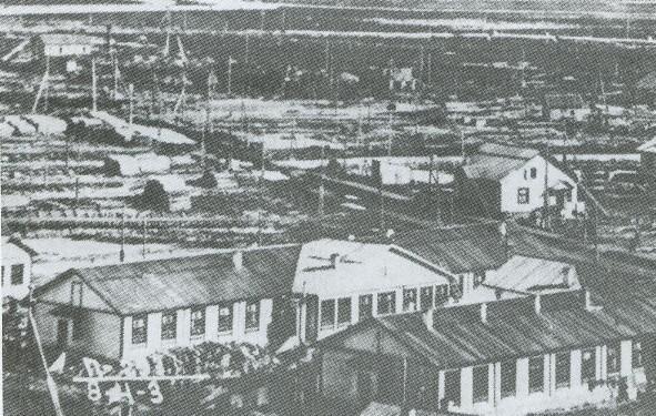Первые дома поселка Судострой
